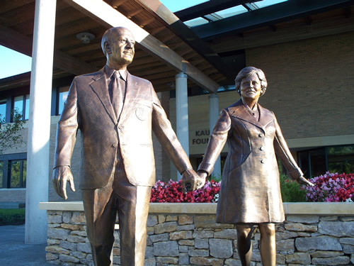 Bronze statues of the Kauffmans